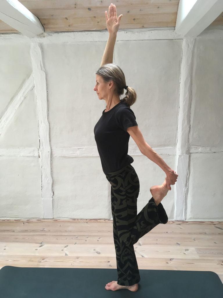 Danseren Yoga Stilling