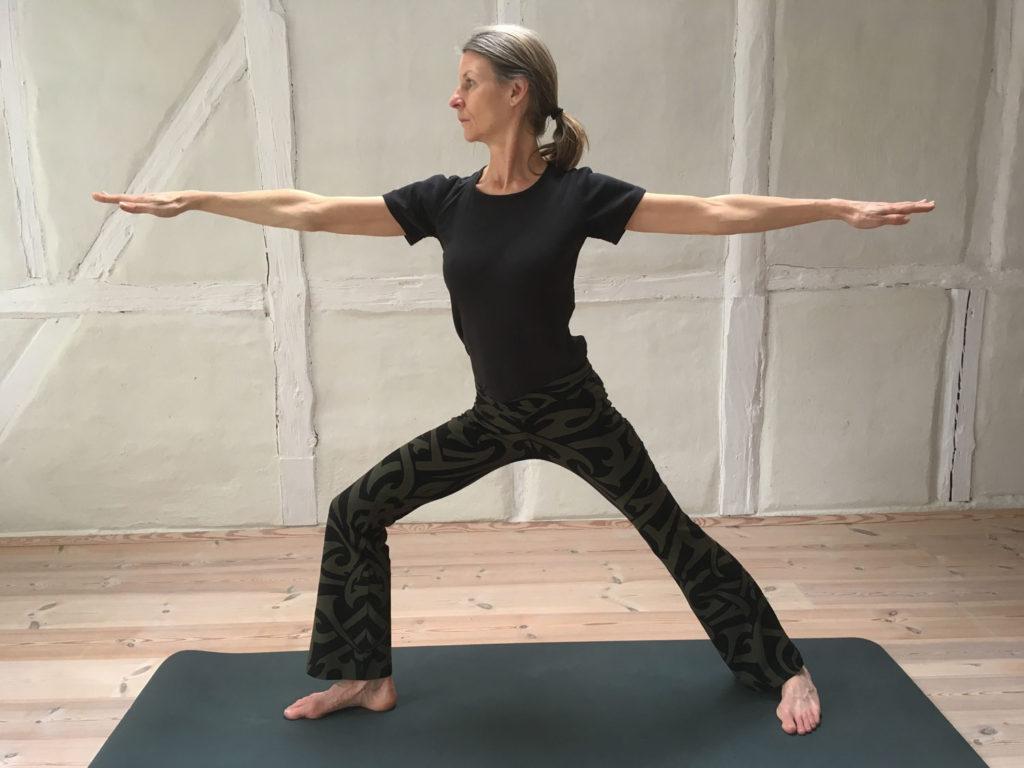 Krigeren-II-Yoga-stilling